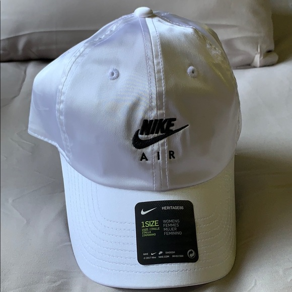 (Nike Air) white cap women's size 1, new with tags